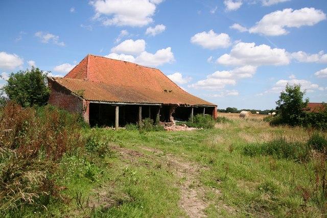 Farm buildings near Hall Farm