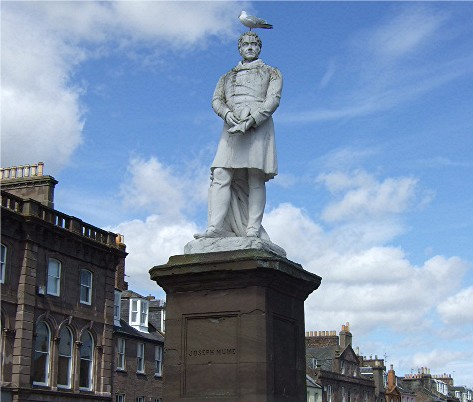 John Hume statue in Montrose