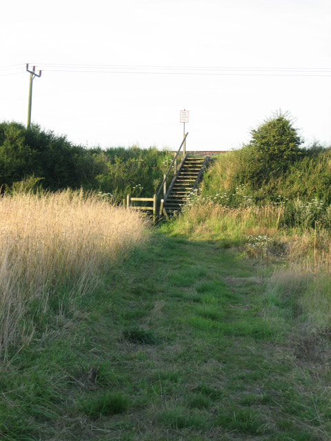 Steps to footpath crossing towards Northrepps