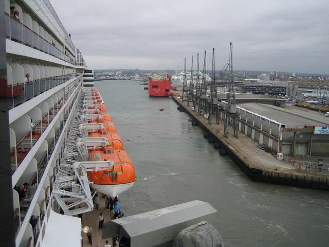 Queen Mary 2 leaving Queen Elizabeth 2 Terminal Southampton