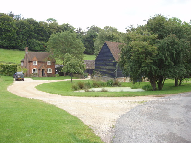 Lower Vicar's Farmhouse and barn