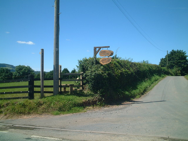 Road to Bank Farm and Hay house