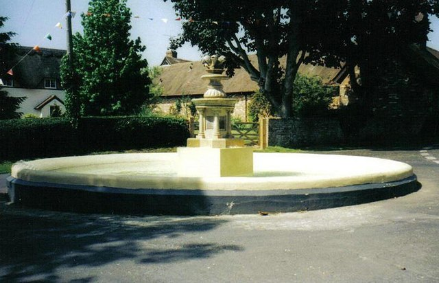 Hinton Martell: fountain unveiled by Miss World