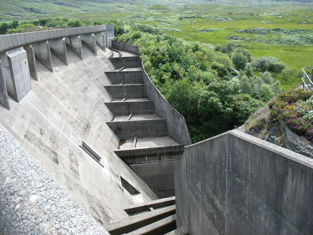 The outer face of the Maentwrog dam