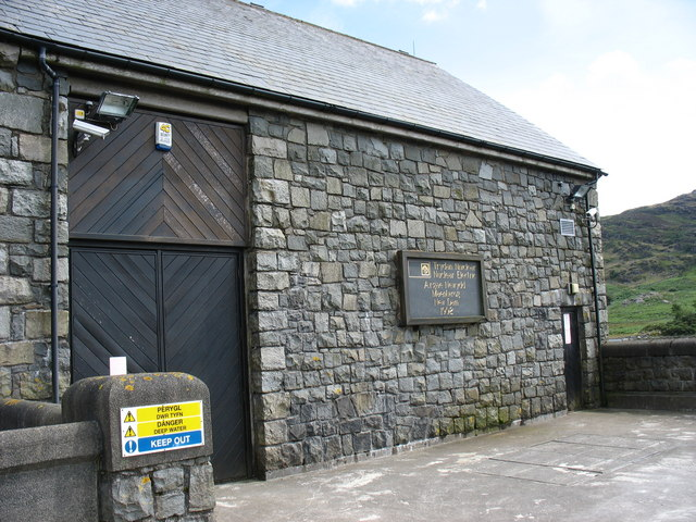 The dam gate building bearing the opening plaque