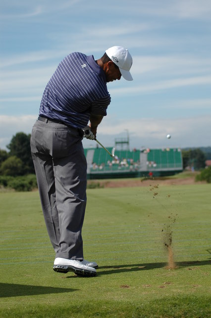 Tiger practising, seventh hole, 2007 Open Championship