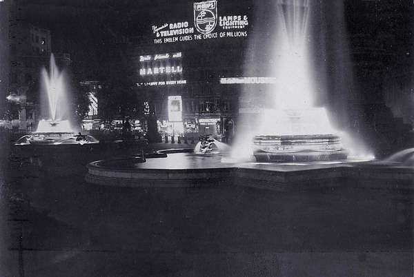 Trafalgar Square 1952