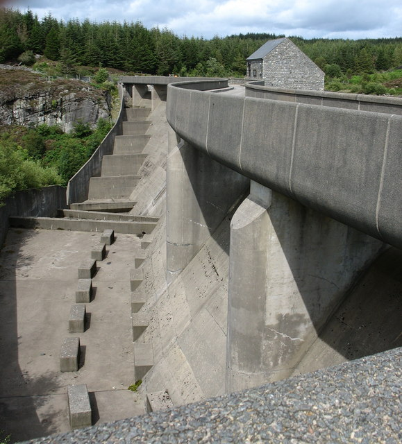 The outer face of the Maentwrog dam viewed from the observation platform