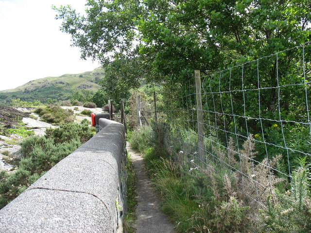 Fishermen's path to the rock bar