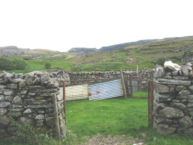 A sheepfold within the walls of Muriau'r Gwyddel