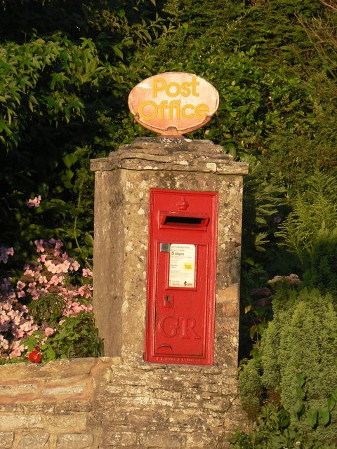 Corfe Mullen: postbox № BH21 119, Blandford Road