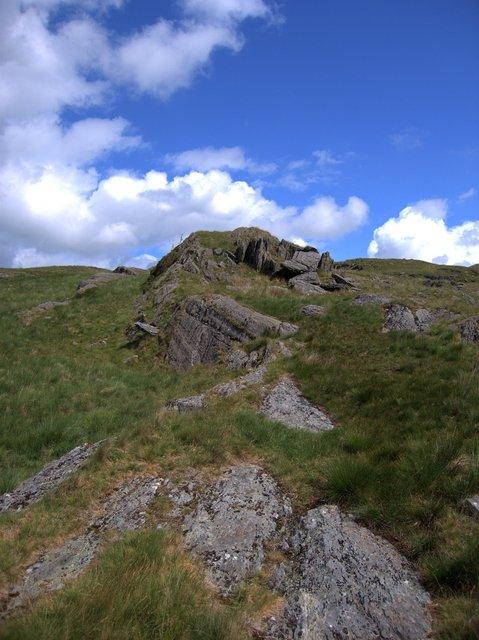 Rocky outcrop on Banc Lluestnewydd