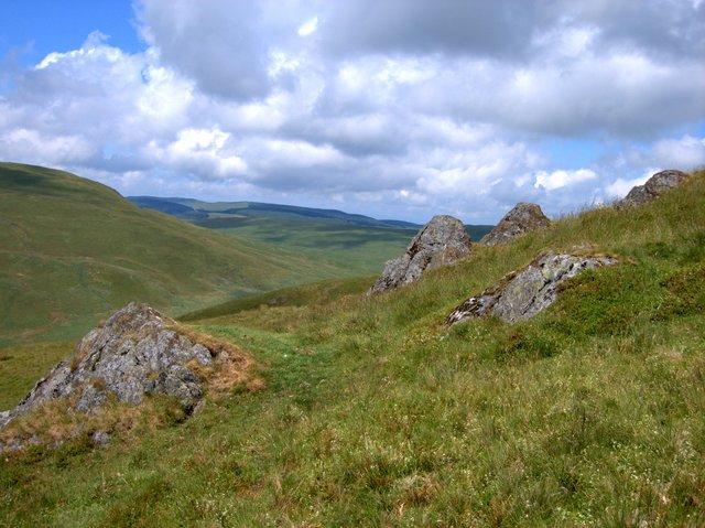 Rocks on the upper slopes of Banc Lluestnewydd