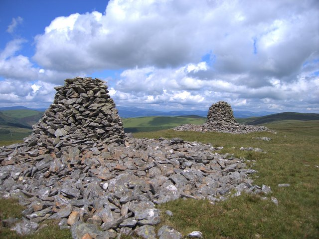 The twin cairns of Carn Gwilym