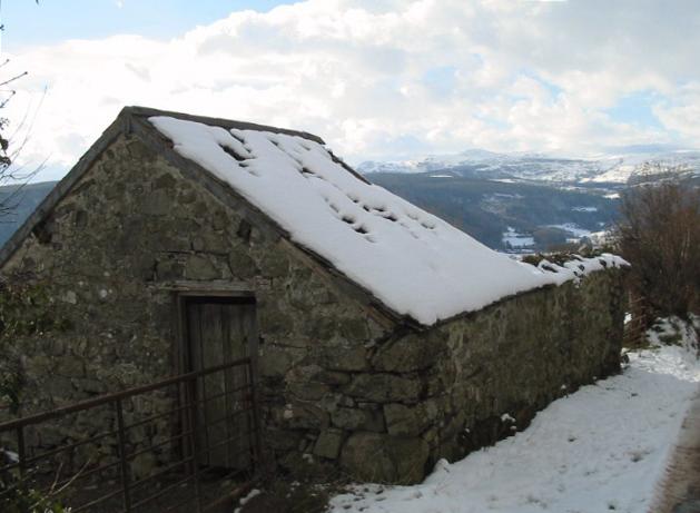 Stone Building near Bryniog Isaf, Melin y Coed