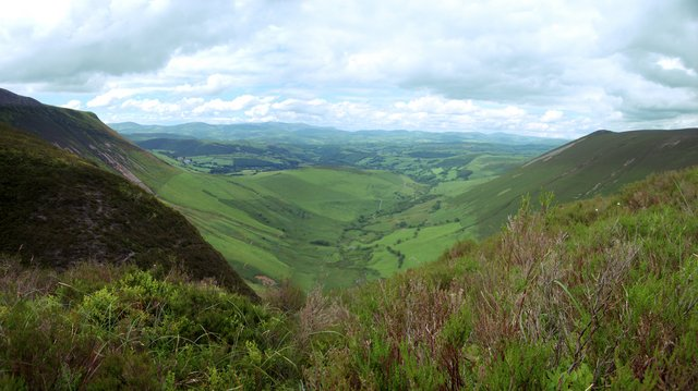 Valley below Tarren Bwlch-gwyn