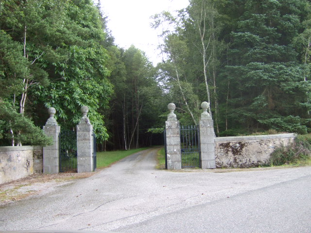 Driveway from Dunecht House