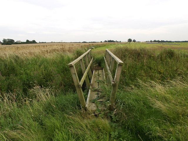 Footbridge on the Lelley to Preston Path