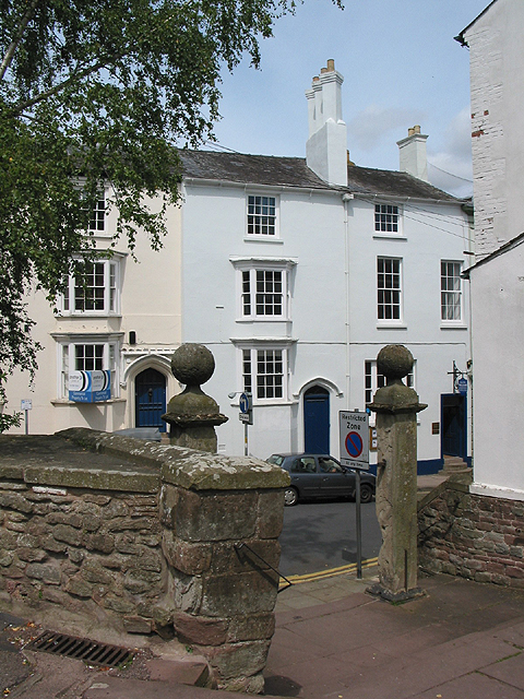 Exit from the churchyard into St. Mary's Street