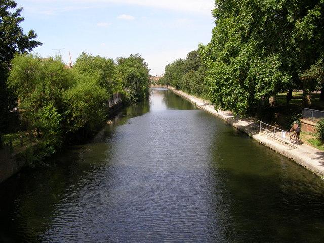 Regents Canal near Victoria Park, Bow