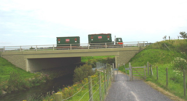 The cycleway (Lon Las Cefni) at Pont Berw