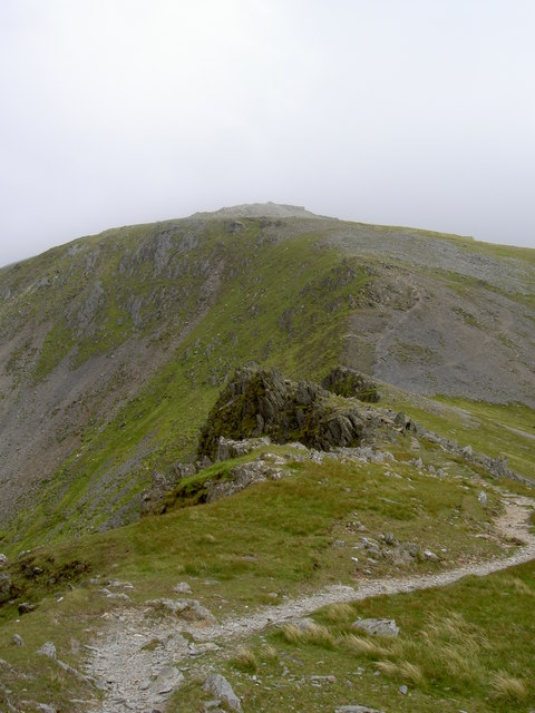 Looking along the magnificent SE ridge towards Carnedd Llewelyn