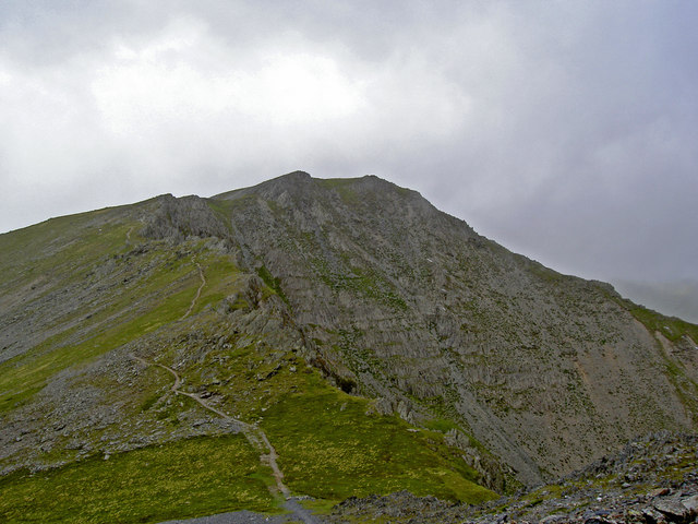 Looking back at the South East Ridge of Yr Elen