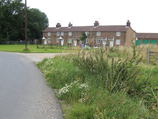 Row of cottages by Wynd's Bridge