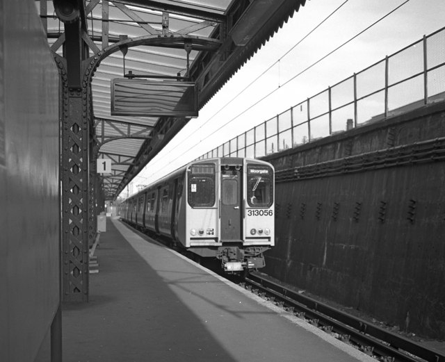 Class 313 train at  Drayton Park station