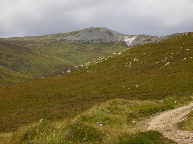 Slopes low on the Faire Clach-ghlais ridge