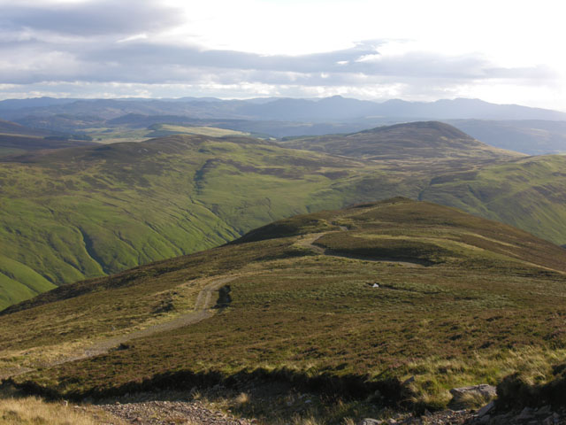 Looking down the middle of the Fàire Clach-ghlais ridge