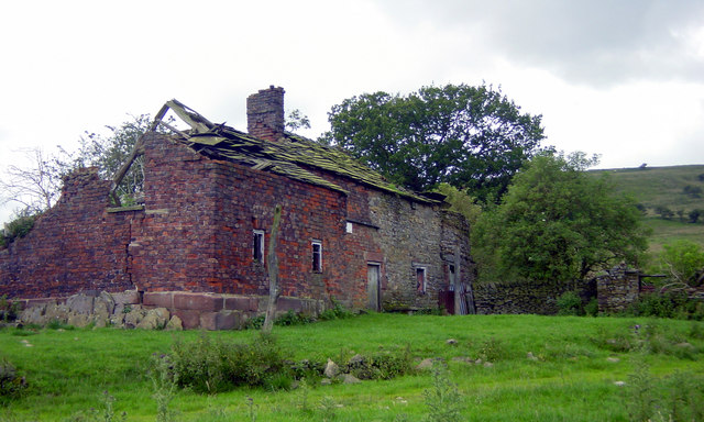 Exterior of older farm at  Mareknowles July 2007