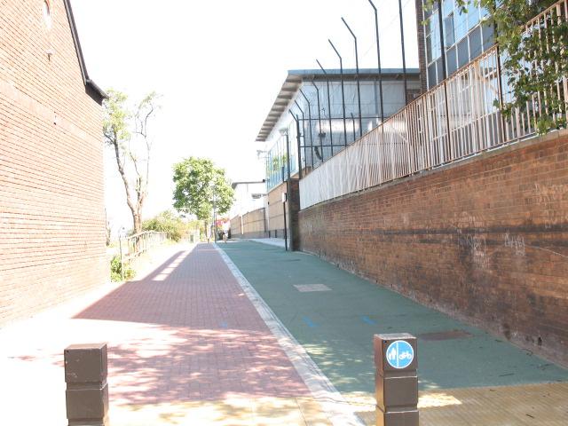 Thames path cycleway, Charlton