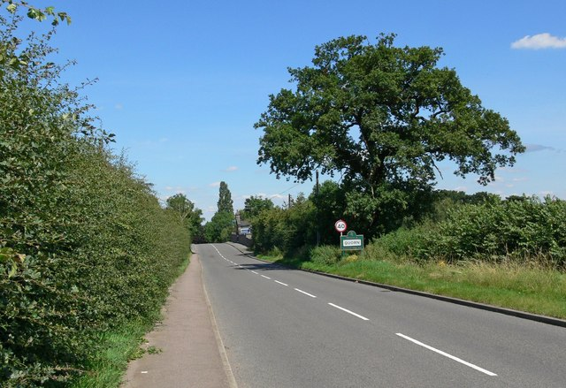 Approaching Quorn along Forest Road