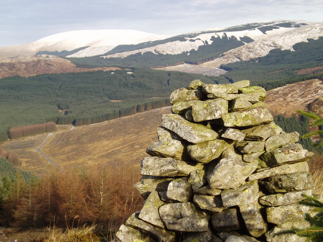 Cairn on north flank of Cairngarroch.
