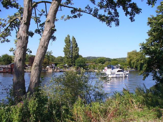 The Thames near Spade Oak Farm