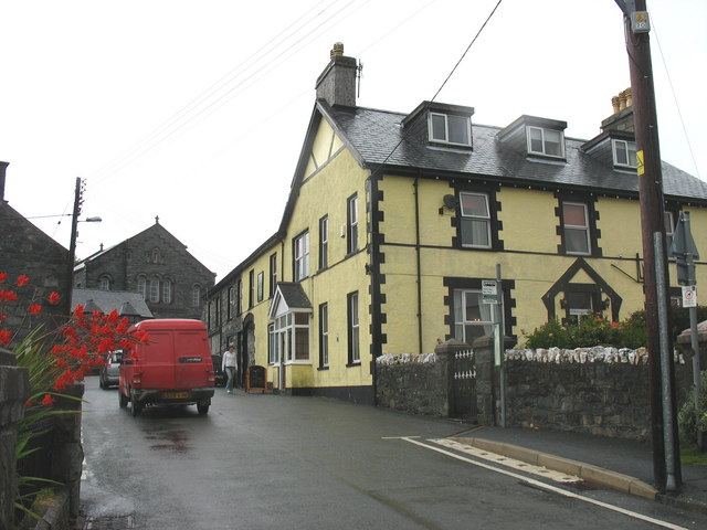 Cross Foxes Inn, Fronwynion Street