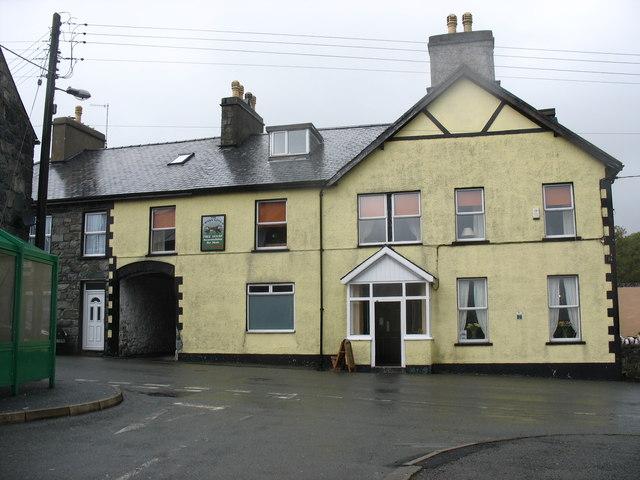 Cross Foxes Inn  from Cefn Gwyn Street