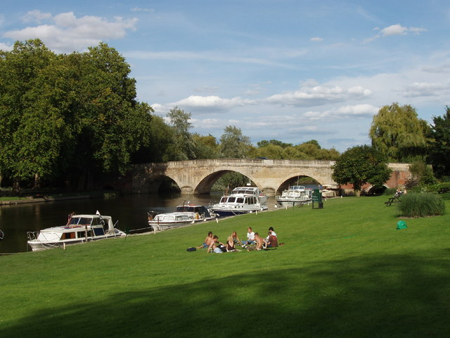 Shillingford Bridge, hotel lawn, and The Thames