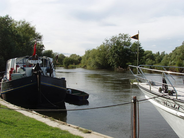 Luxury barge on The Thames at Shillingford