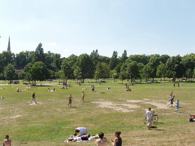 Kensington Gardens on a sunny Sunday