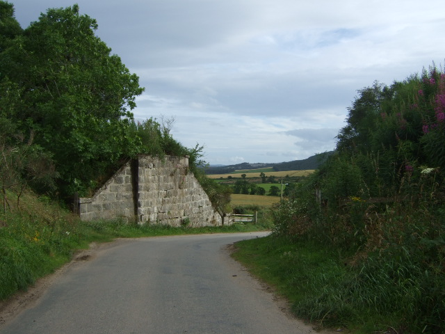 Old railway bridge abutment, Wester Beltie