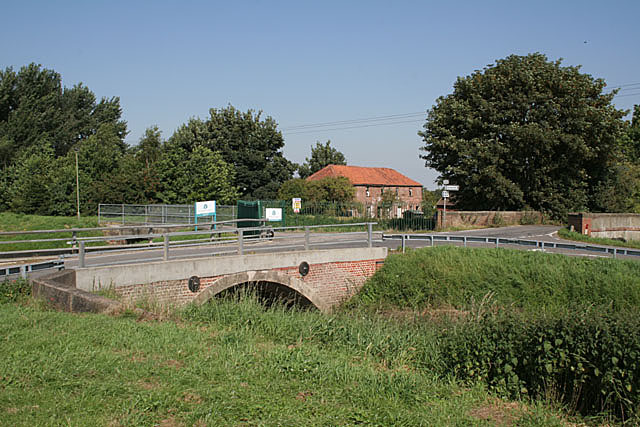 Bridge over the River Torne at Tunnel Pits