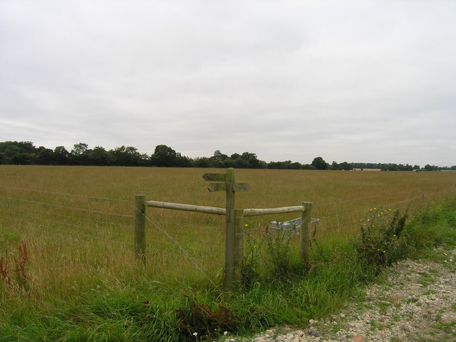 Footpath signpost near Trust Farm