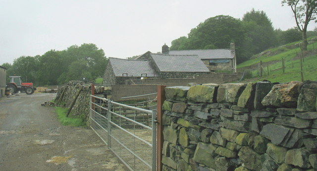 The farm yard at Brynasgellog