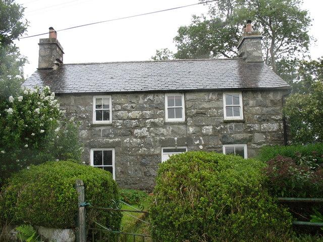 Ty'n y coed - a way side cottage