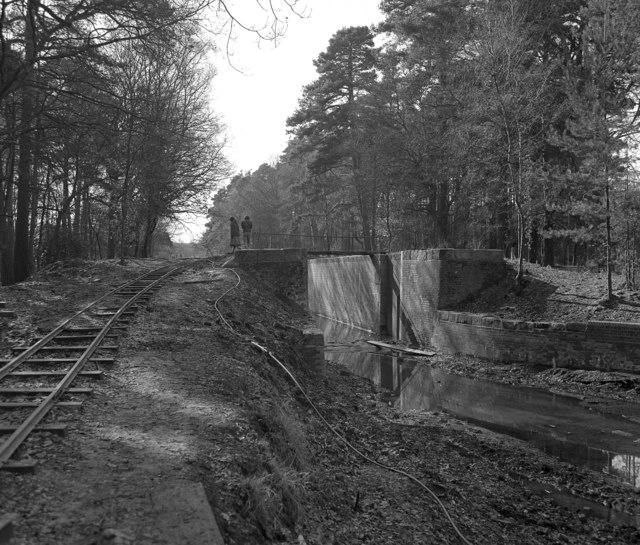 Restoring the Deepcut flight, Basingstoke Canal (2)