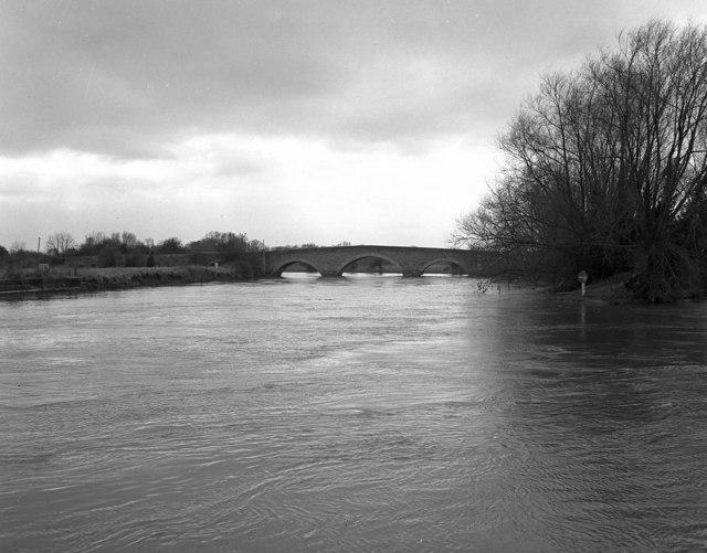 Sutton Bridge, River Thames