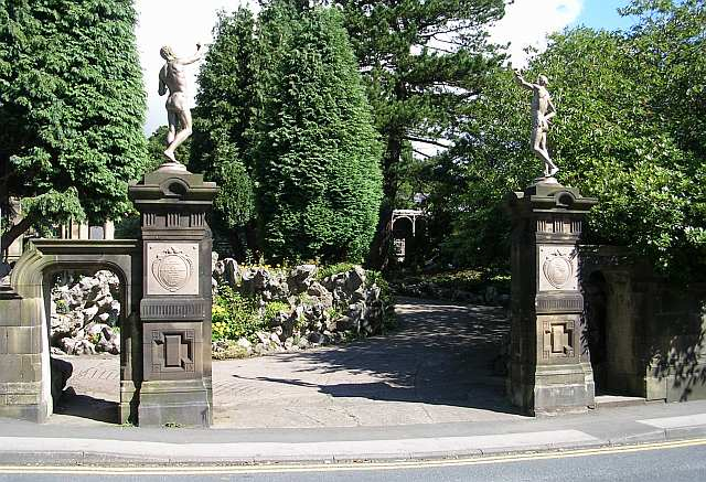 Entrance to Holden Park - Oakworth