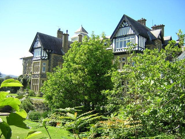 Bodnant House through vegetation